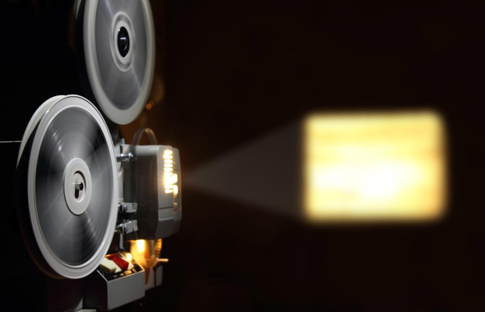 old-projector-showing-filml